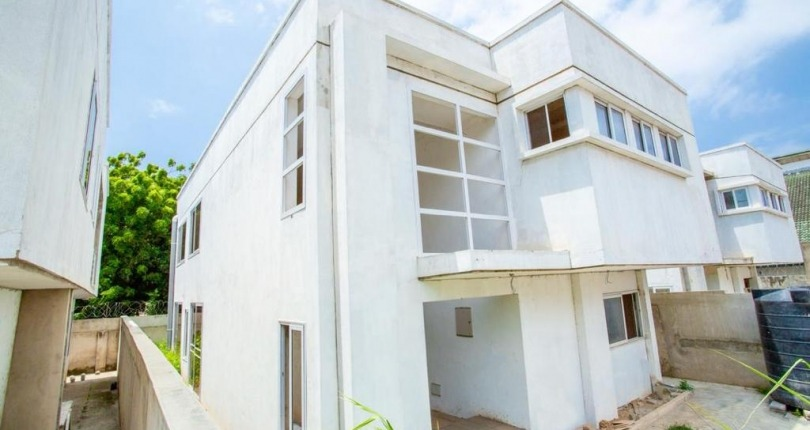 4 bedroom House for Sale in Tesano